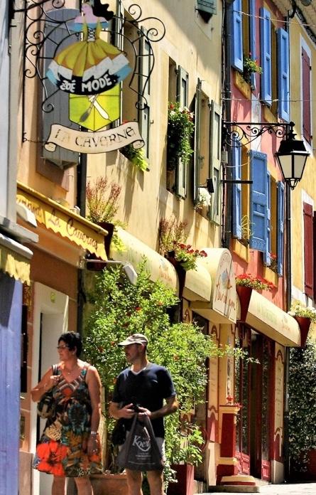 Devantures d'une rue provençale