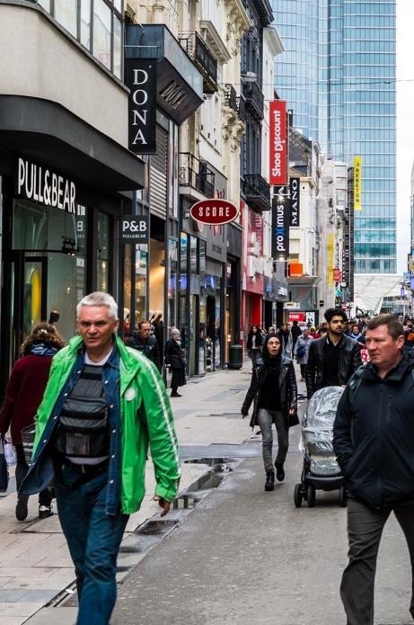 Rue commerciale passante