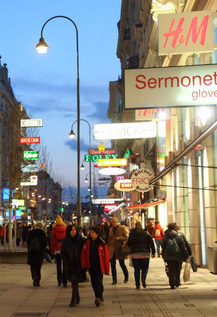 Avenue commerciale de nuit