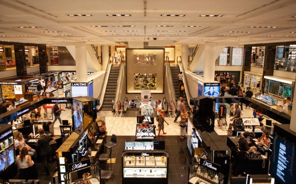 corners dans un centre commercial