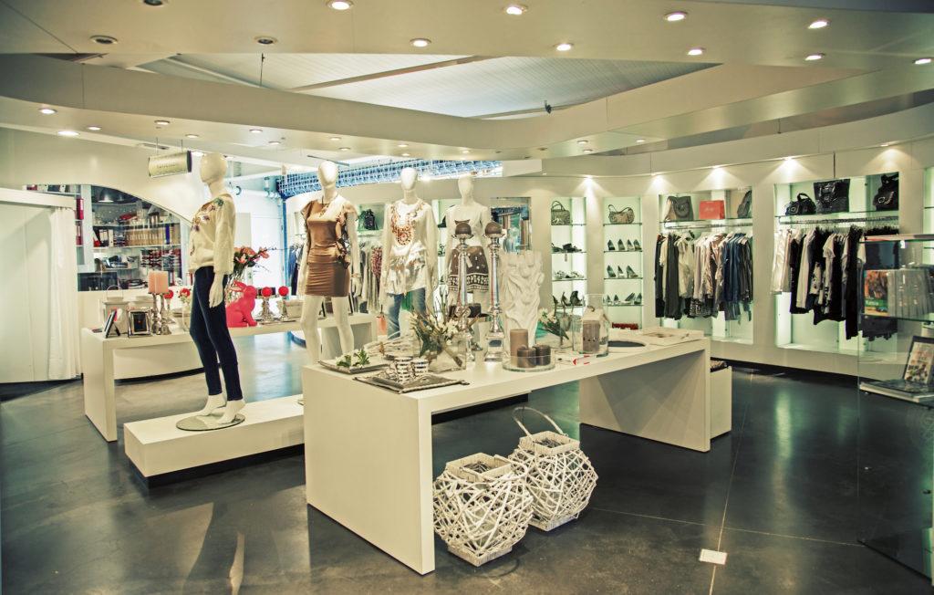 intérieur boutique vêtements